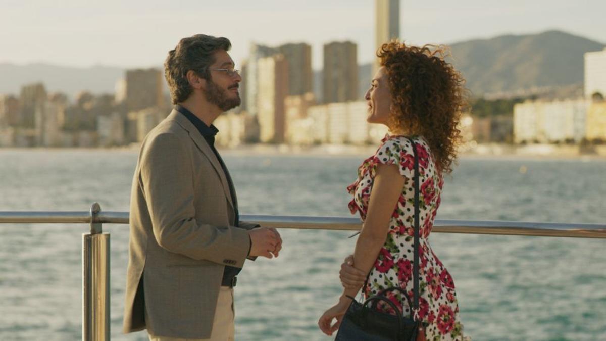 Antonio Pagudo y María Almudéver, en una escena de 'Benidorm'