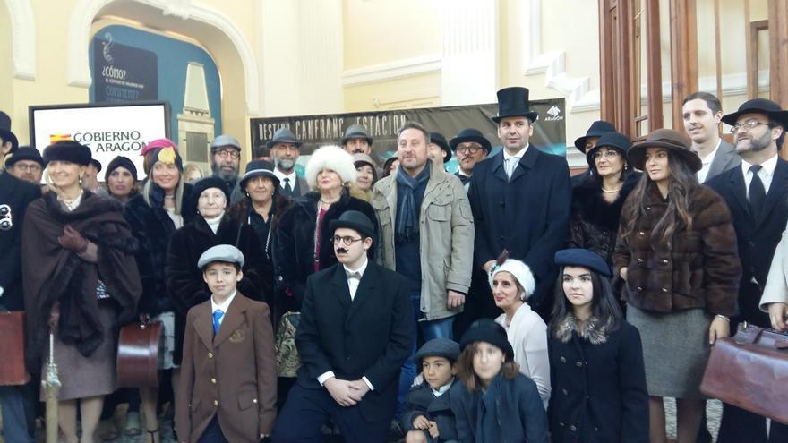 Al tren se subió el grupo de recreacionistas Canfranc 1928