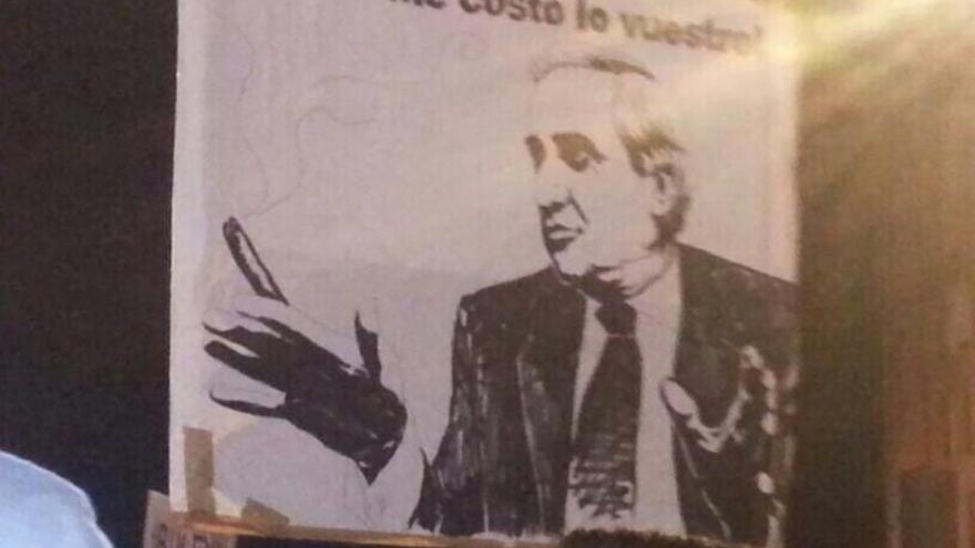 Una de las pancartas de hoy en Gamonal. El del dibujo es Méndez Pozo.