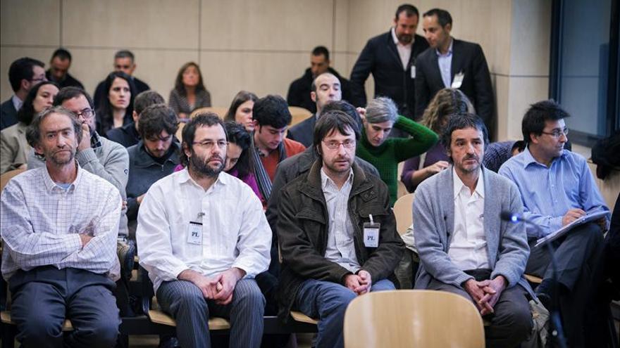 """Condenados a hasta dos años de cárcel por propinar los """"tartazos"""" a Barcina"""