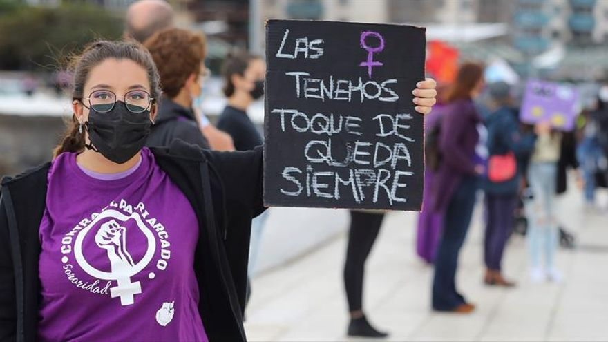 Calles teñidas de violeta y mucha reivindicación en este 8M en Canarias