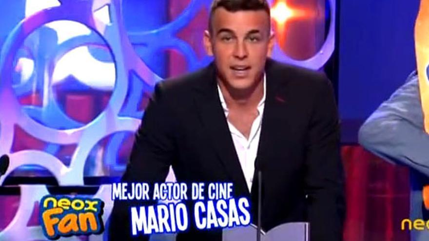"""Mario Casas triunfa en los """"Neox Fan Awards"""" ante un ejército de famosos"""