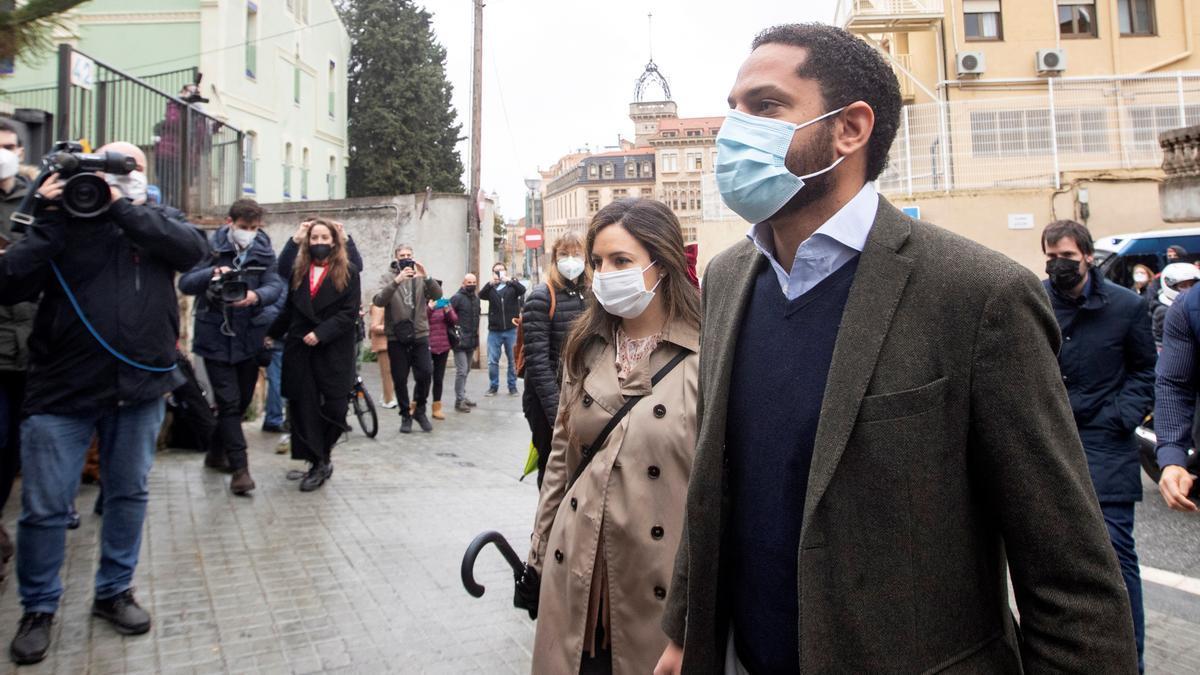 El cabeza de lista de Vox por Barcelona, Ignacio Garriga, en el colegio electoral