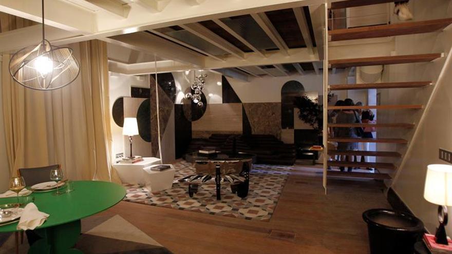 Dorados, geometrías y maderas nobles visten las casas de Casa Decor