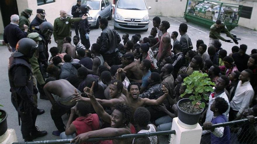 Marruecos frena la entrada en Ceuta de entre 250 y 300 inmigrantes por la valla