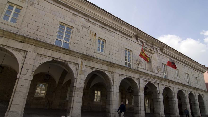 Fachada del Parlamento de Cantabria.   JOAQUÍN GÓMEZ SASTRE