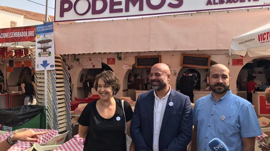 José García Molina, con Teresa Arévalo y José Luis García Gascón, en la Feria de Albacete