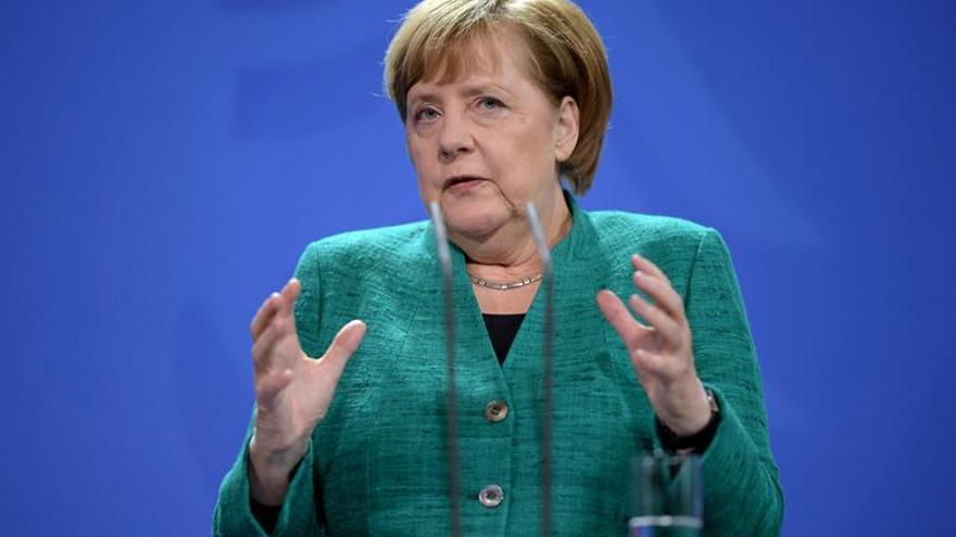 """Merkel descarta reabrir un preacuerdo de coalición con """"concesiones"""" al SPD"""