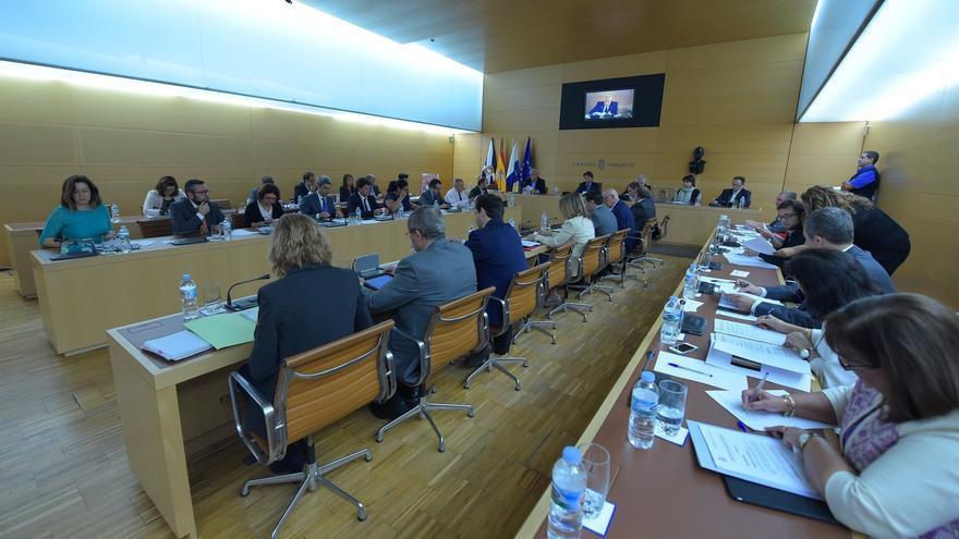 Imagen de un pleno del actual mandato en el Cabildo de Tenerife