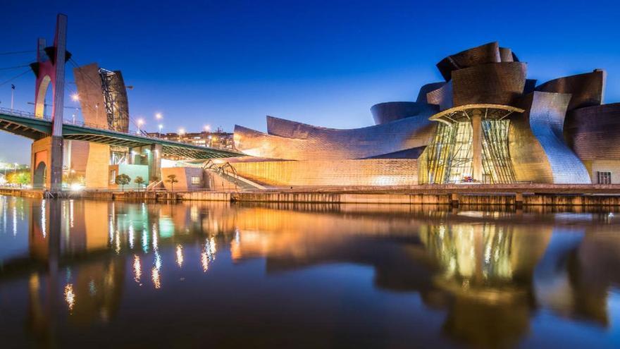 Bilbao, de noche. Foto: Turismo Euskadi