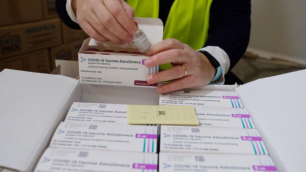 Los viales de la vacuna AstraZeneca ya han llegado a España