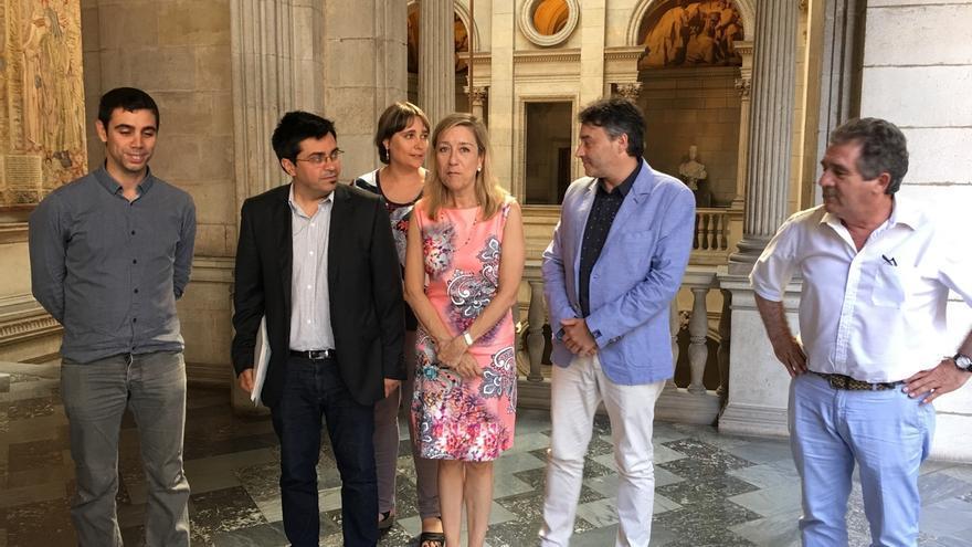 Colau estudiará realizar una consulta para que Barcelona se una a la Asociación de Municipios Independentistas