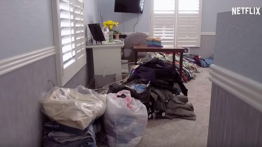 El plano de los montones de desechos que no caben en casa no fallan en el programa de Kondo.