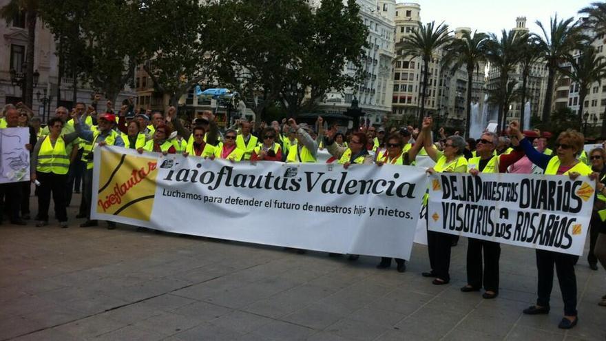 Protesta de los yayoflautas ante la Conferencia Episcopal / Foto: @celescolorado