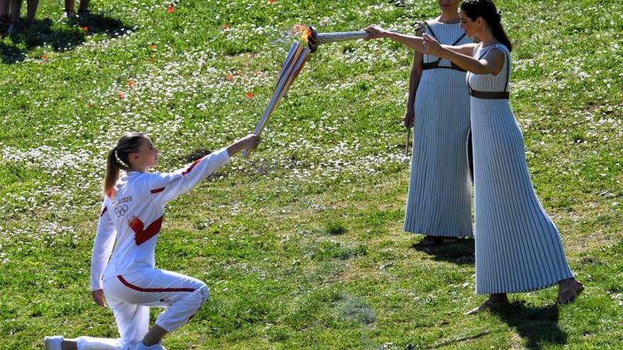 Grecia suspende el recorrido de la llama olímpica y cierra sitios culturales
