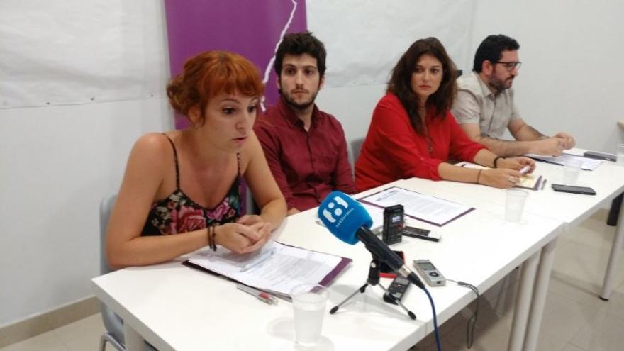 Rocío Segura, Antonio Estañ, Fabiola Meco y David Torres en la sede de Podem
