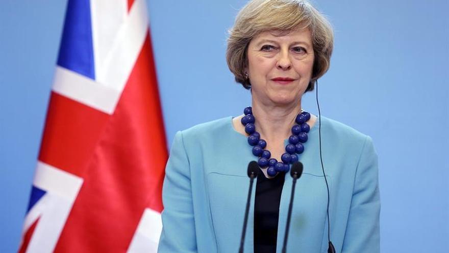 Theresa May transmite apoyo a los polacos en Reino Unido tras las agresiones xenófobas
