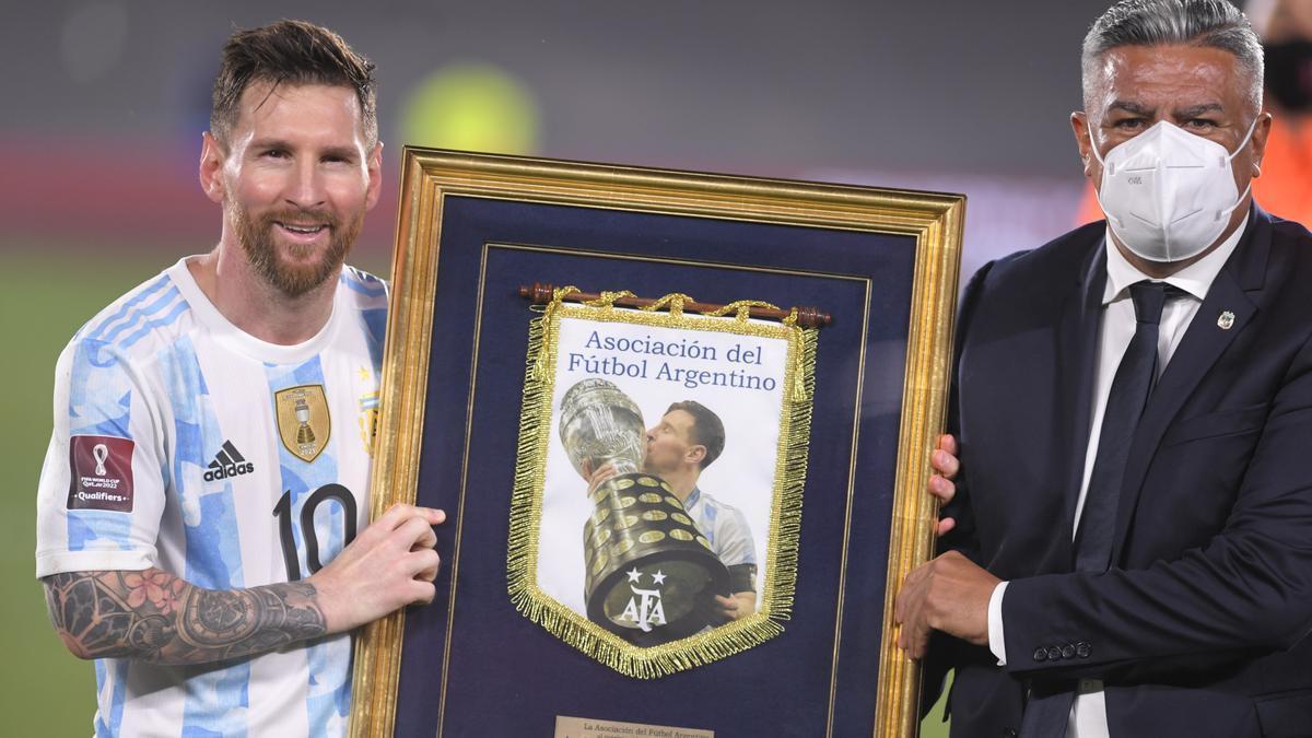 Messi recibió un premio por ser el máximo goleador de selecciones en Sudamérica