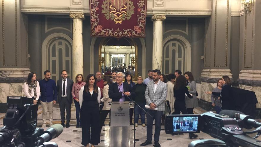 El alcalde de València, Joan Ribó, junto a la vicealcaldesa Sandrá Gómez y al concejal de Cultura Festiva, Carlos Galiana