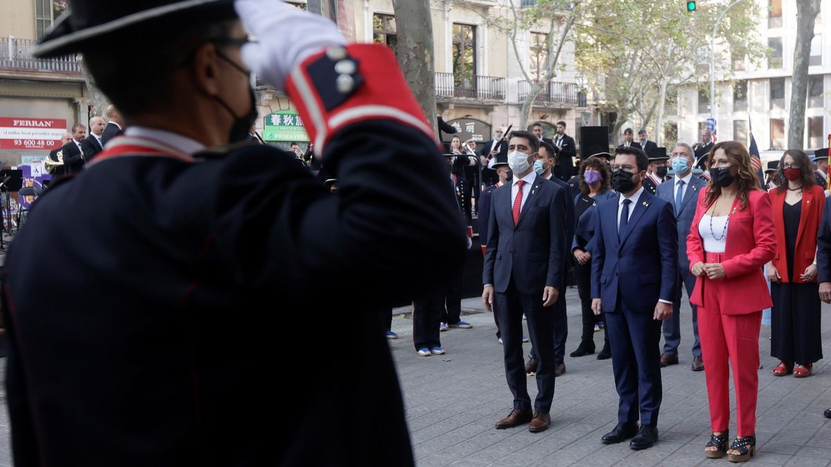 El president Aragonés acompañado del vicepresident Jordi Puignerò y la consellera Laura Vilagrà durante la Diada