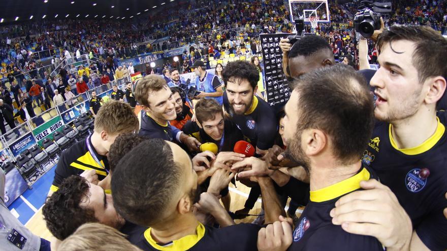 Los jugadores del Iberostar Tenerife celebran su clasificación a la semifinal de la Copa del Rey 2018
