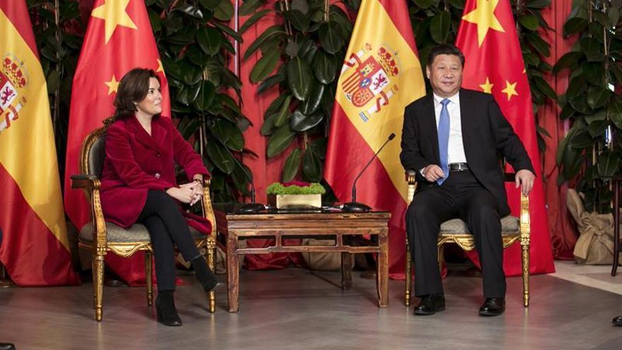 La vicepresidenta del Gobierno, Soraya Sáenz de Santamaría, y el presidente de la República Popular de China, Xi Jinping. EFE/ Quique Curbelo