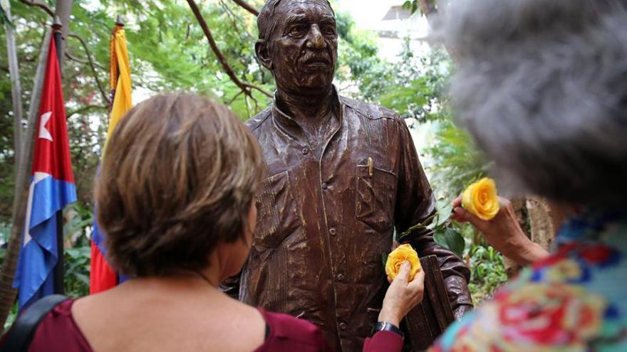 Cuba recuerda a García Márquez con la inauguración de su efigie en La Habana