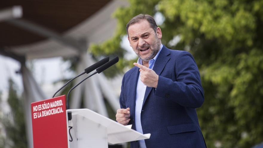 El ministro de Transportes, Movilidad y Agenda Urbana, José Luis Ábalos, durante un acto del partido en el barrio de Aluche a 1 de mayo de 2021, en Madrid (España)