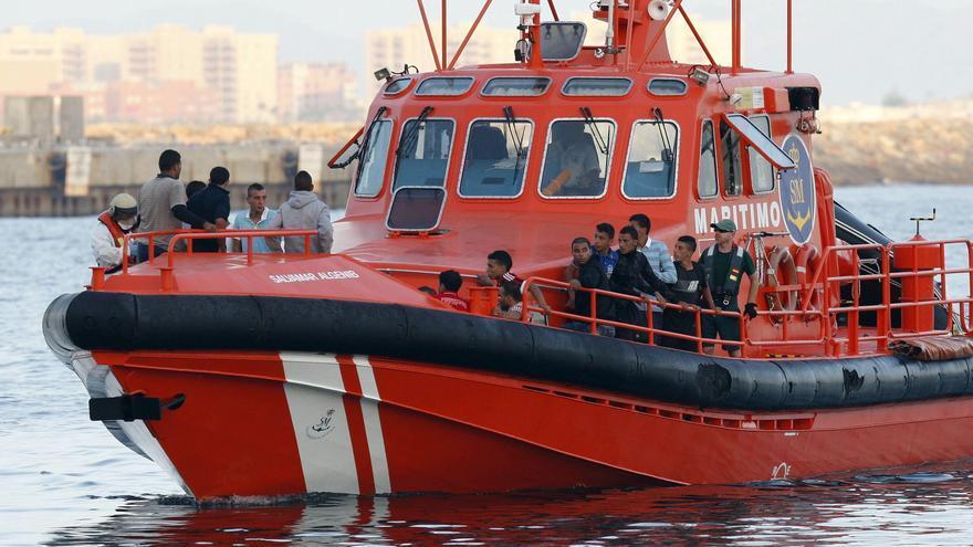 Llega a las islas Alhucemas una patera con 16 inmigrantes, 3 de ellos menores