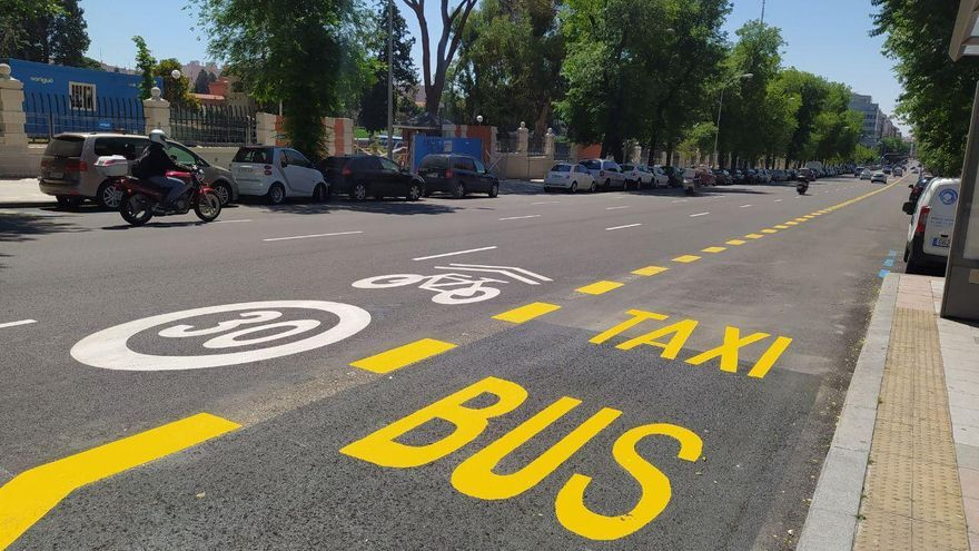 Carril bus provisional pintado en la calle Bravo Murillo.
