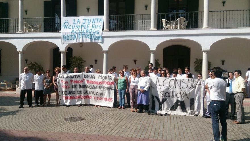 """Trabajadores de La Cónsula y La Fonda critican la """"falta de seriedad"""" de la Junta y piden soluciones"""