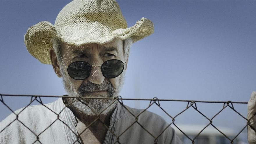 El actor José Sacristán, en una foto fija de rodaje de la película 'Formentera Lady'