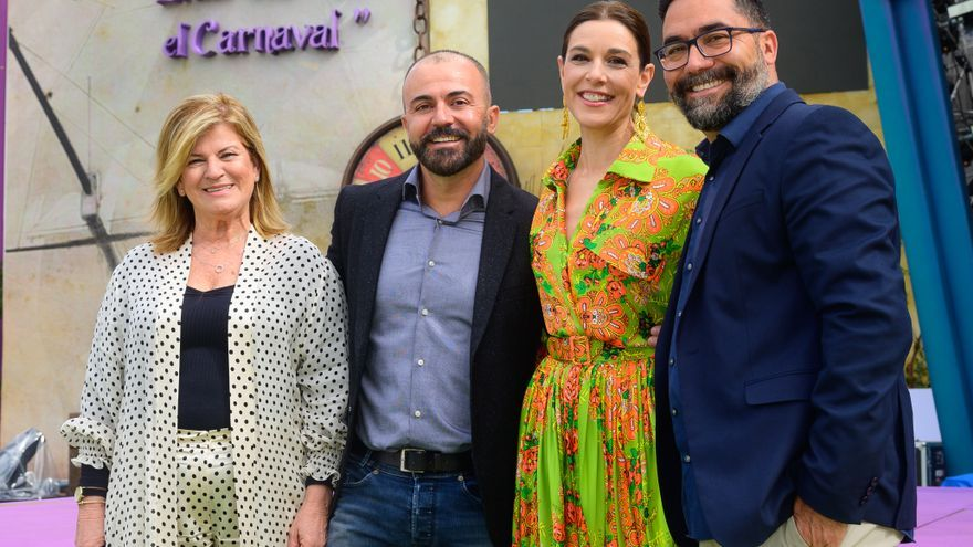 Los presentadores Raquel Sánchez Silva y Paco Luis Quintana junto a Israel Reyes e Inmaculada Medina.