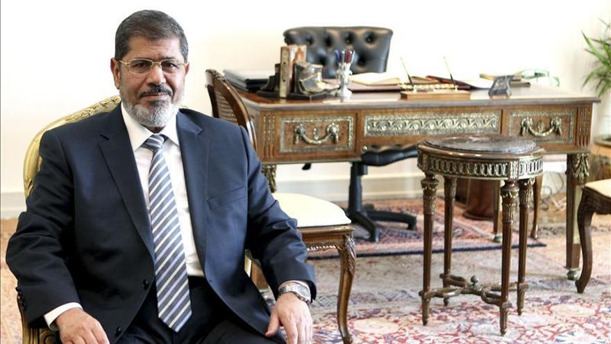 Mursi llega al tribunal para ser juzgado por la muerte de manifestantes en El Cairo
