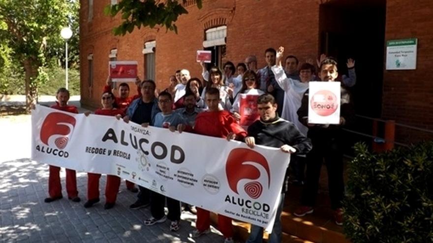 Trabajadores e internos participan en una de protesta contra los recortes