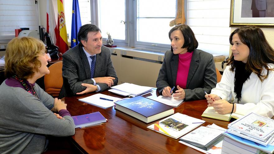 Reunión de Francisco Fernández Mañanes con Gema Igual.   MIGUEL LÓPEZ