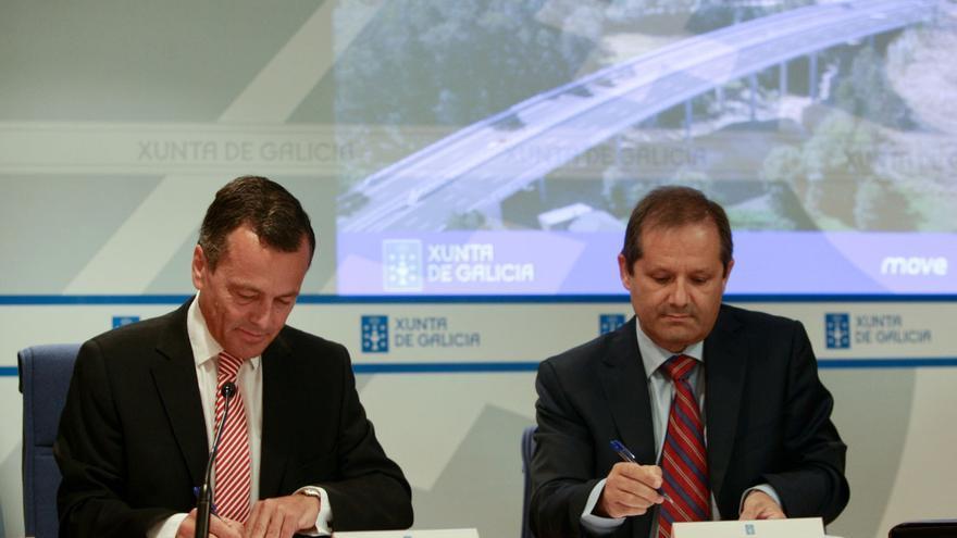 Firma del contrato de la autovía, en junio de 2011