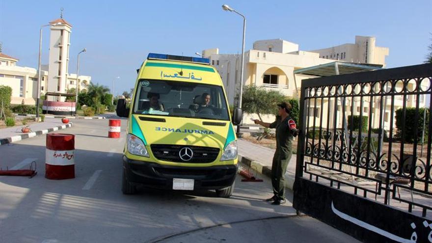 Mueren dos policías egipcios por el estallido de una bomba en el Sinaí