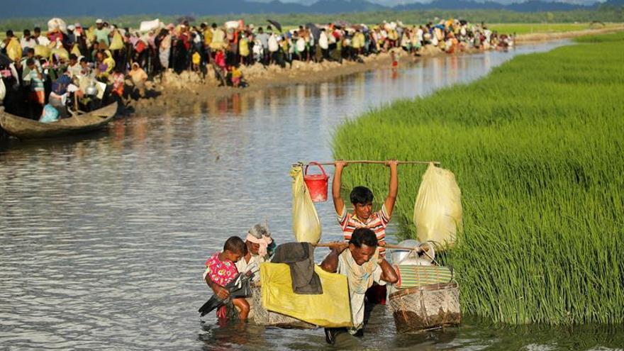 6 niños y una anciana rohinyá mueren al tratar de llegar por mar a Bangladesh