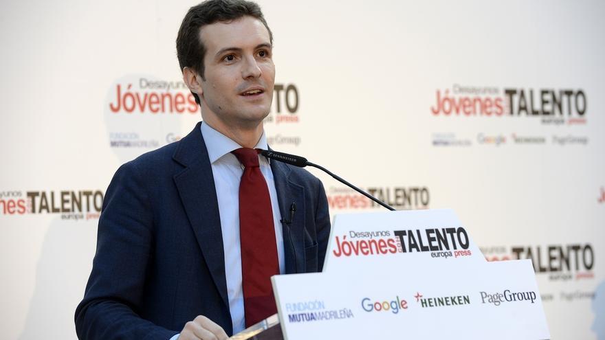 """Casado comunica a Rivera que ya ha trasladado a Villacís el rechazo del PP al """"estúpido tuit"""" que la llama """"fondona"""""""