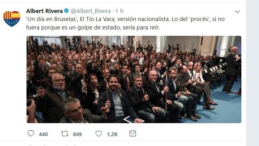 """Rivera se mofa del acto de Puigdemont con alcaldes en Bruselas: """"El Tío La Vara, versión nacionalista"""""""