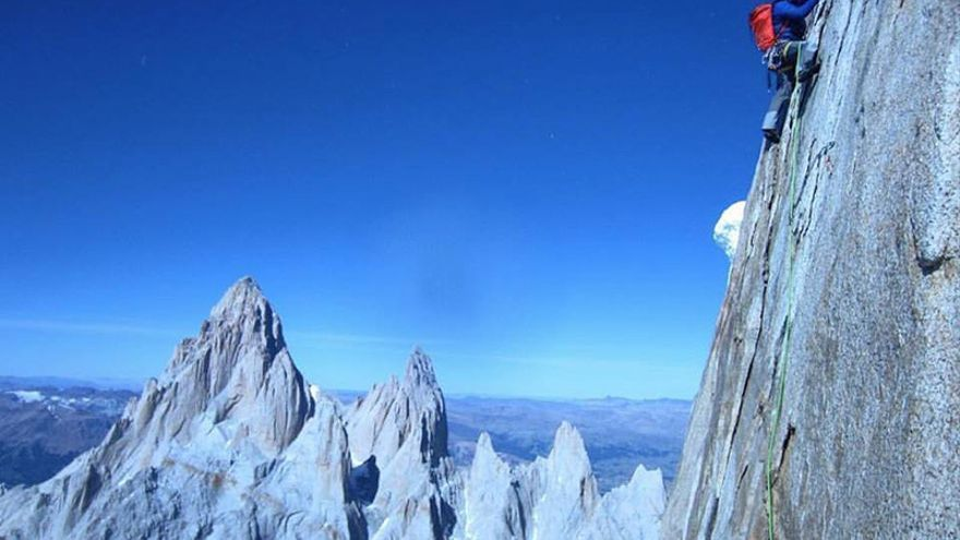 Alex Honnold en la cara Norte del Cerro Torre (© Colin Haley / Alex Honnold ).