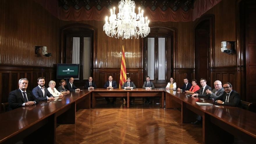 +++ El Govern de la Generalitat en pleno firma la convocatoria del 1-O