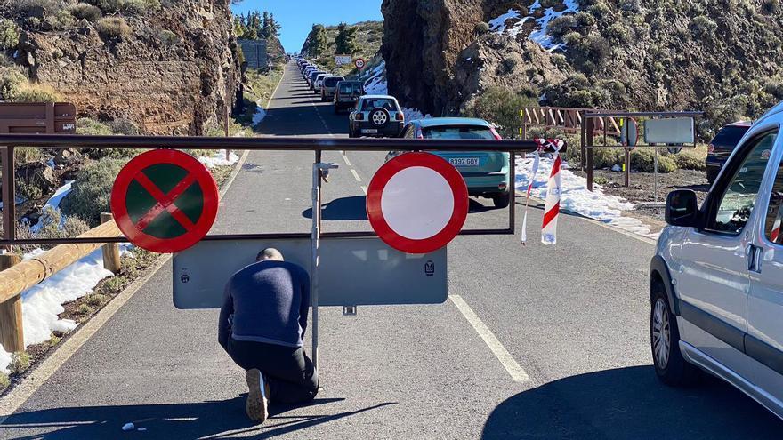 Afluencia de vehículos para subir al Teide a ver la nieve: este es el dispositivo en carreteras
