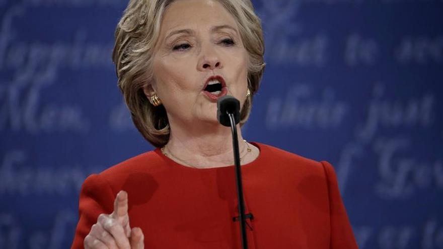 Clinton se muestra satisfecha tras el debate y rechaza las quejas de Trump
