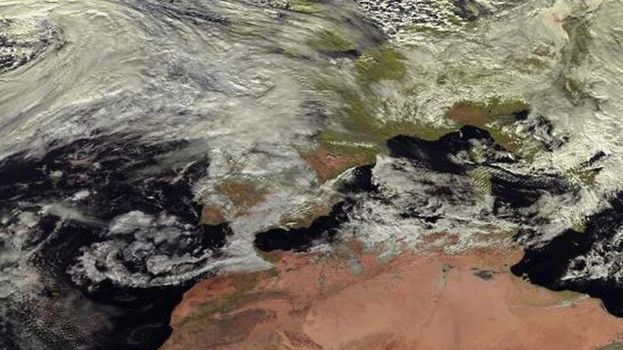 """La borrasca """"Ana"""" trae a España 24 horas de intensas lluvias y vientos"""