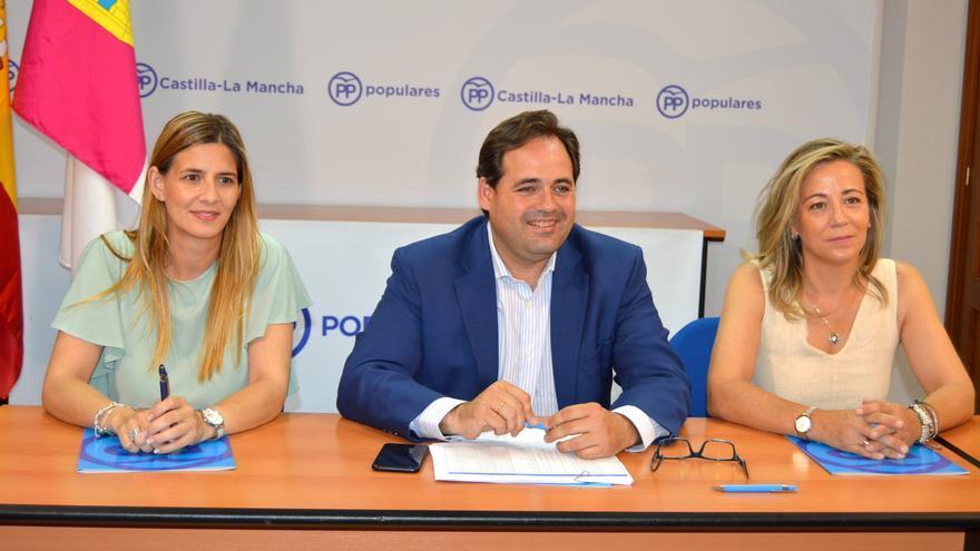Paco Núñez junto a su número dos, Carolina Agudo (izq.) y la vicesecretaria regional, Lola Merino