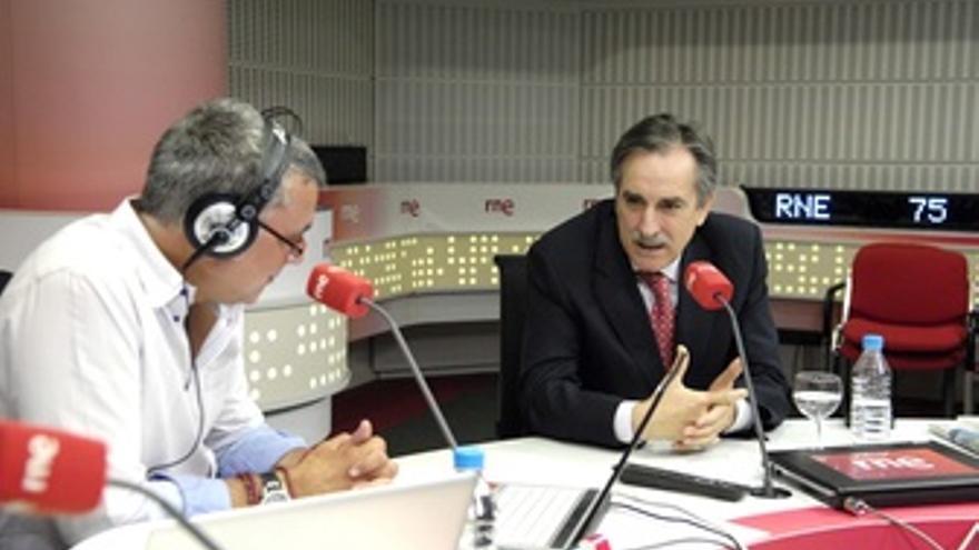 Valeriano Gómez, En RNE