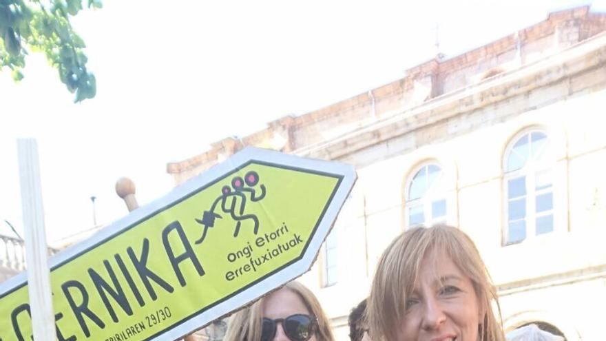 Participantes en la marcha a Gernika en solidaridad y apoyo a los refugiados.