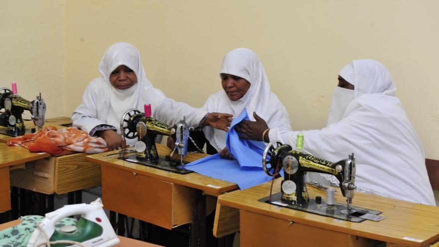 Además de aprender a leer y escribir, se fomenta la autonomía económica de las mujeres / Fotografía: IQRAA